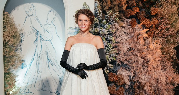 Валерія Гузема святкує день народження! Сукня, створена в колаборації брендів WONA Сoncept та The Coat