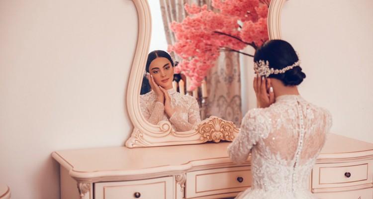 Розкішна наречена Поліна у  весільній сукні Sacura WONÁ Concept